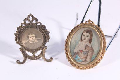 Miniature figurant un jeune homme aux médailles...