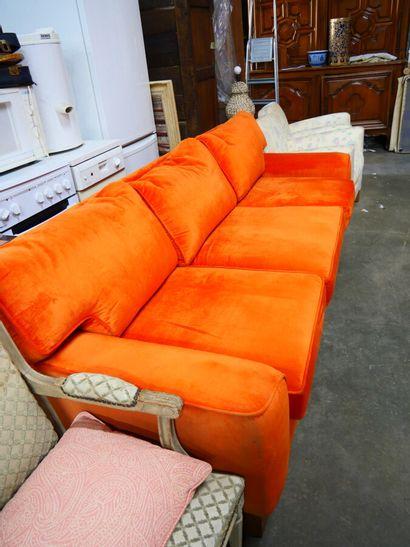 Mobilier de salon comprenant deux canapés...