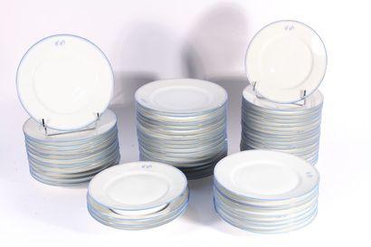 Partie de service en porcelaine blanche filets...