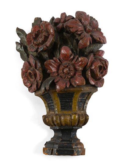 Paire éléments de décoration en bois sculpté...