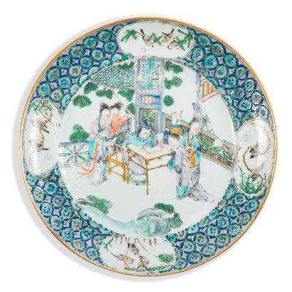 Deux assiettes en porcelaine à décor polychrome,...