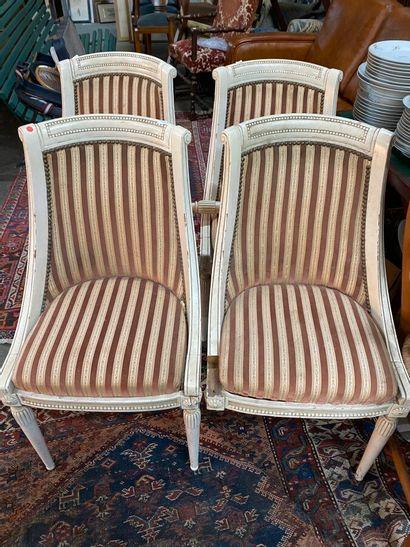 Suite de quatre chaises gondoles en bois...