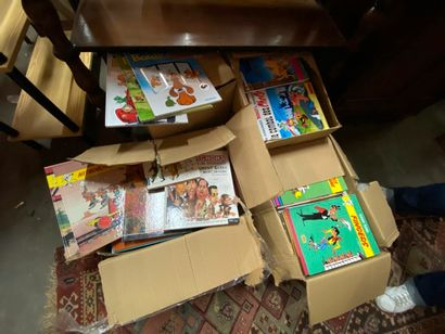 Dans quatre cartons : ensemble de bandes dessinées modernes dont Lucky Luke, Tintin,...