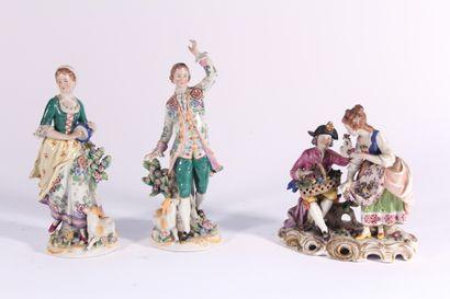 Groupe en porcelaine polychrome