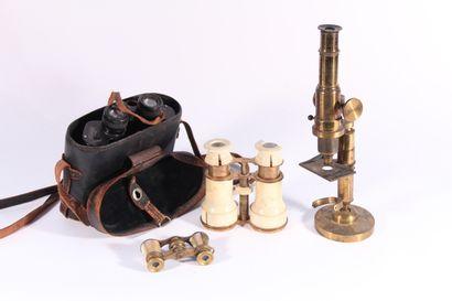 Microscope en laiton  Début Xxème siècle...