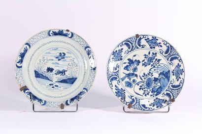 Deux assiettes en faïence de Delft XIXème...