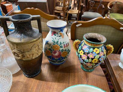 Vase à anses en céramique de Monaco à décor...