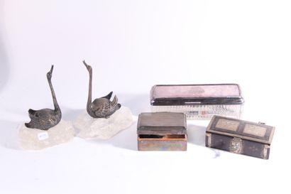Paire de sujets en métal argenté figurant...