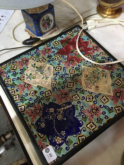 Dessous de plat en carreaux de Longwy à décor d'émaux polychromes végétales  (Petits...