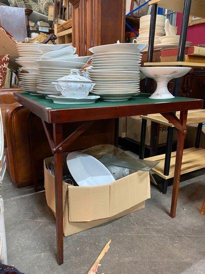 Table à jeu pliable en bois teinté acajou...