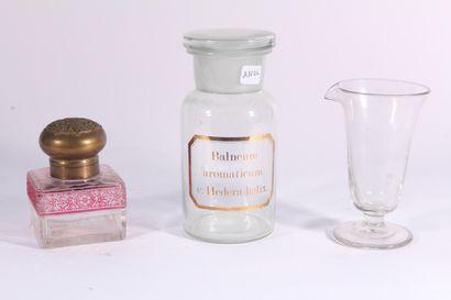 Pot couvert de pharmacie en verre soufflé...