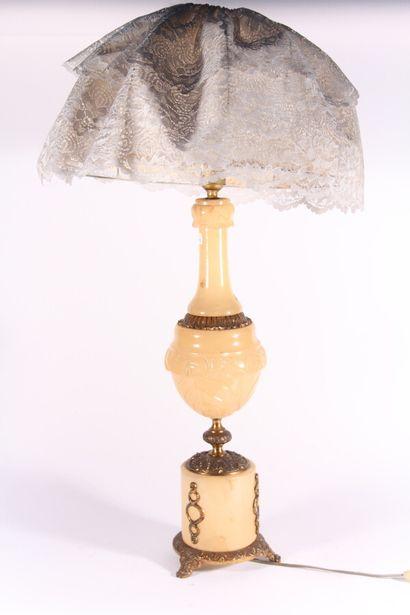 Piétement de lampe en onyx et bronze doré...