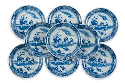 Neuf coupelles en porcelaine bleu blanc  Chine,...