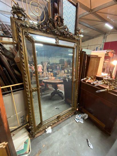 Miroir à pareclose, cadre en bois et stuc...