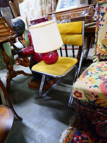 Chaise structure en tube chromé, garniture...
