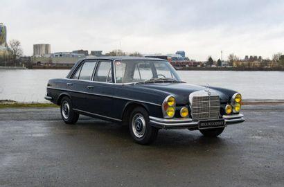 MERCEDES Berline 4 portes type 280S du 18/01/1972,...