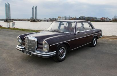 MERCEDES Berline 4 portes type 250SE du 10/05/1967,...