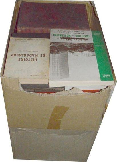 Afrique: 2 cartons de publications diverses...