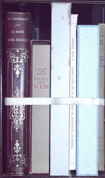 Varia: Réunion d'ouvrages : La reine des...