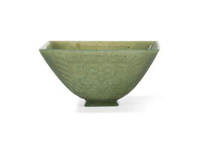 Coupe carrée en jade vert épinard Chine,...