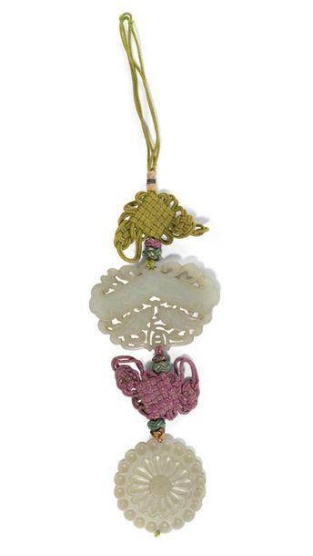 Deux pendentifs en jade céladon Chine, XIXème...