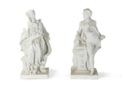 Paris Paire de grandes statuettes en biscuit...