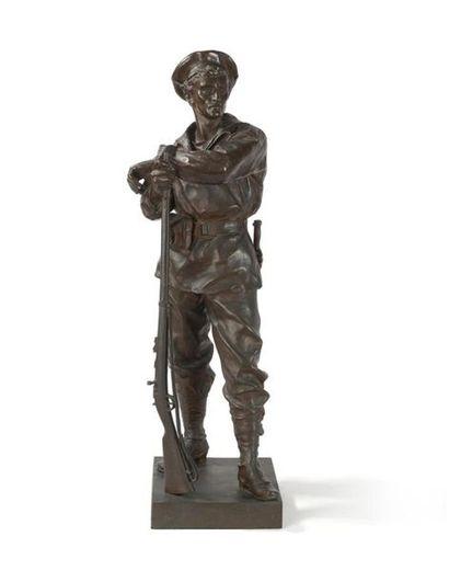 Figure en bronze à patine brune figurant...