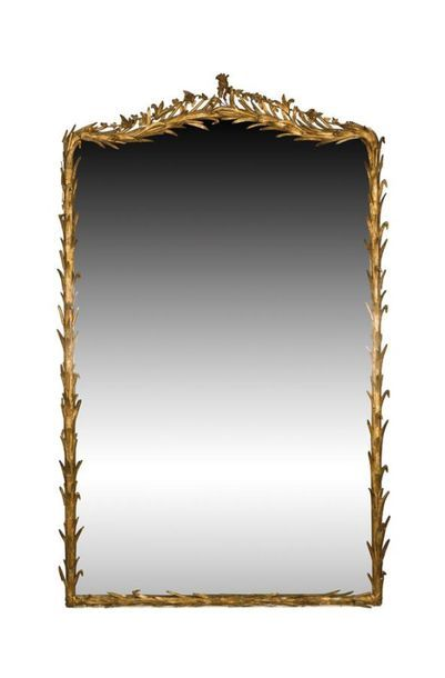 Miroir en bois et stuc doré à décor de roseau...