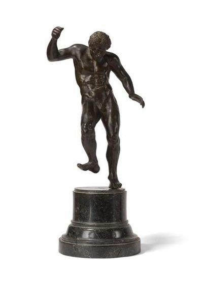 Figure de satyre en bronze à patine brune...