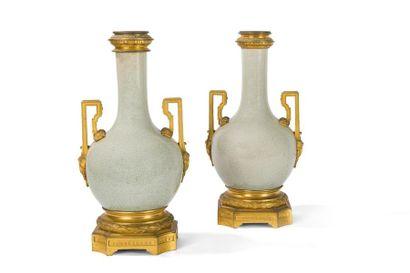 Paire de pieds de lampe en porcelaine céladon...