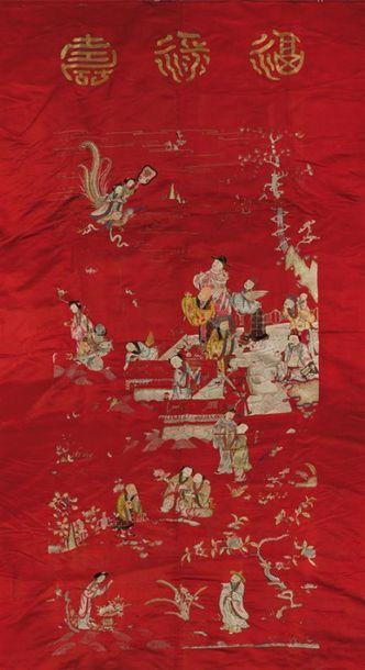 Tenture de soie rouge brodée Chine, début...