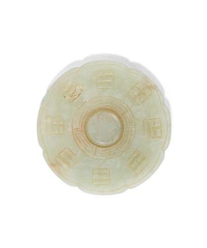 - Disque en jade céladon pâle Chine, début...