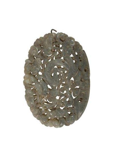 Plaque en jade gris Chine, début du XXème...