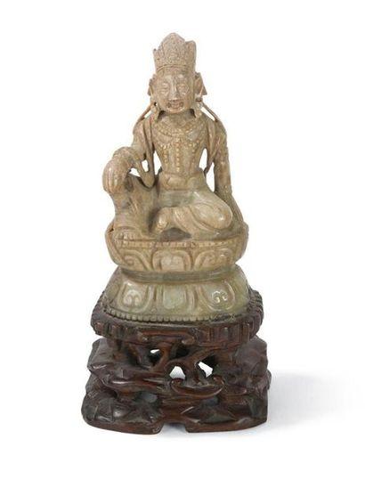 Statuette de Bodhisattva en jade Chine, XXème...