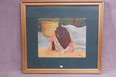 Ecole du XXe siècle. La chercheuse d'or. Peinture sur soie et collage monogrammée...
