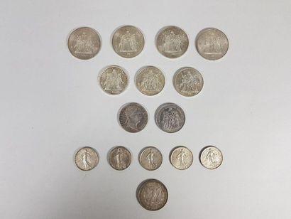 Lot de quinze pièces en argent : quatre de...