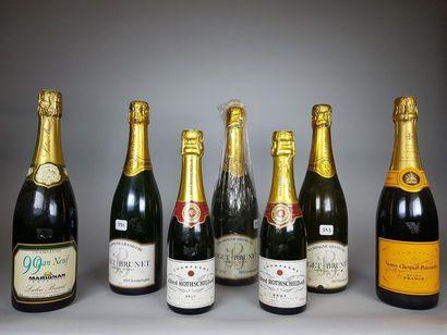 5 bouteilles de champagne et 2 demi-bouteilles;...