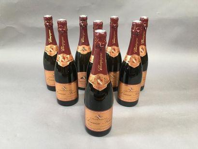 8 bouteilles de champagne Brut rosé Lacuisse...