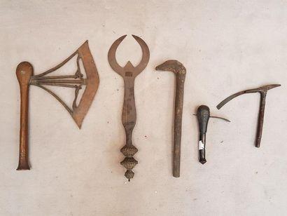 Ensemble d'outils et armes diverses. Afrique,...