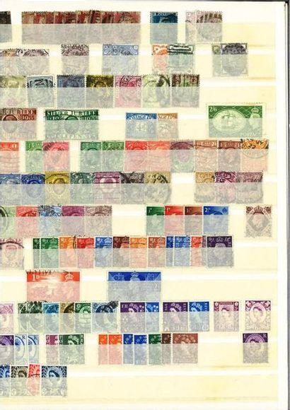 13 albums : + 2 pochettes de vrac: timbres...