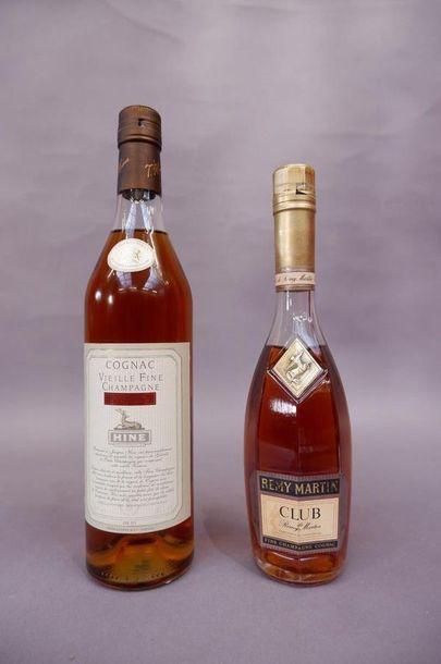 Une bouteille de Cognac Vieille fine Champagne....