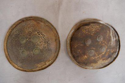 Deux boucliers circulaires. D : 48 et 43...