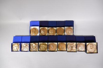 Lot de 14 médailles en bronze sur les thèmes...