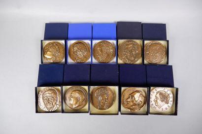 Lot de 20 médailles en bronze sur les thèmes...