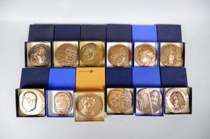 Lot de 17 médailles en bronze sur le thème...