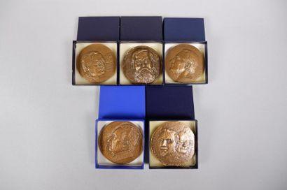 Lot de 17 médailles en bronze sur le thème de l'art :