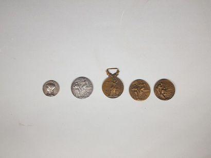 Lot de cinq médailles en bronze
