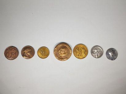 Lot de sept médailles en bronze