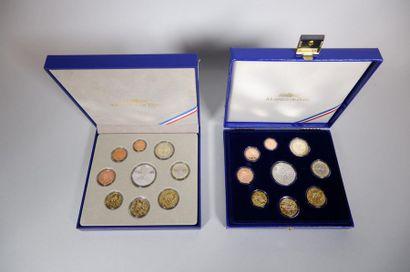 Monnaie de Paris. 2 coffrets 2009-2010. 18...