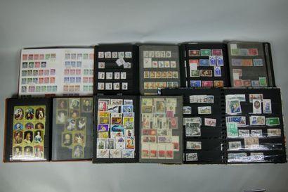 25 classeurs de timbres : France Faciale....